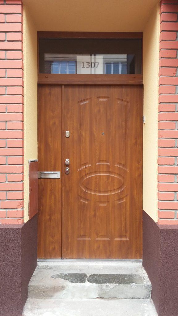 Dvoukřídlé bezpečnostní dveře, TT Plus se schránkou, Pardubice