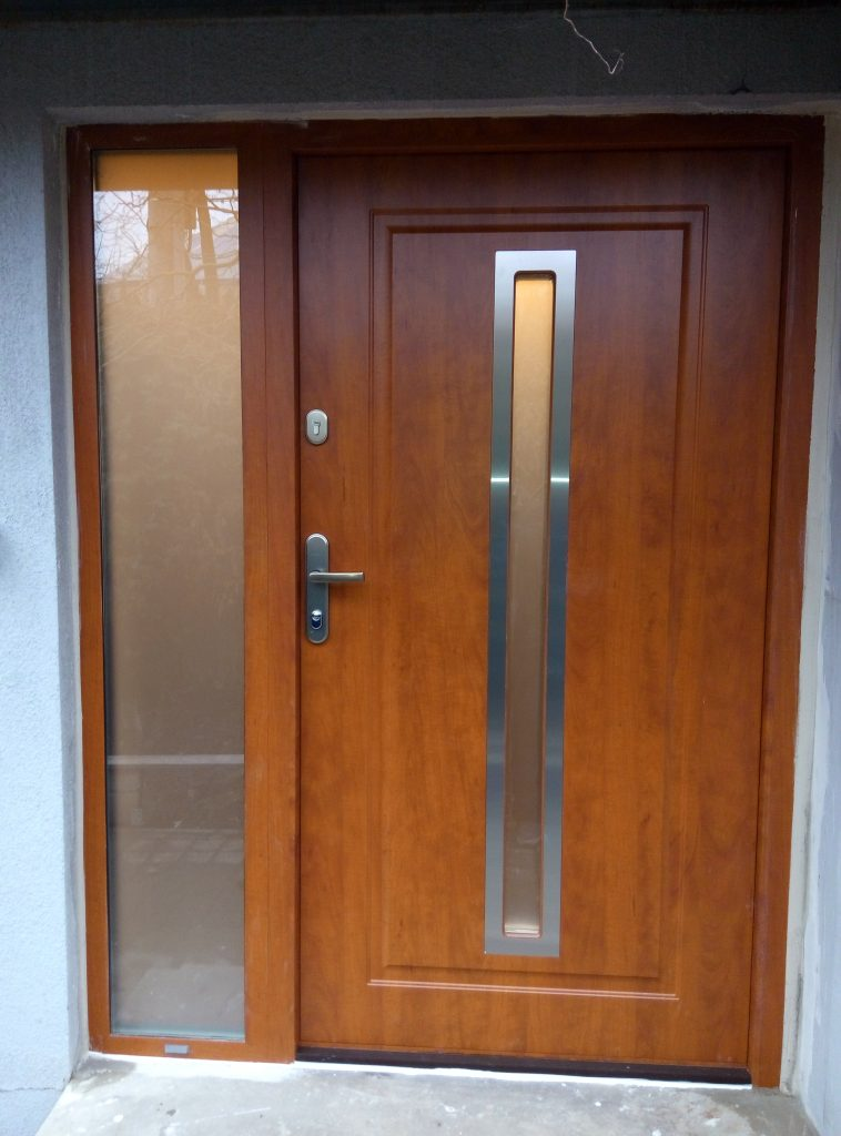 Bezpečnostní dveře s bočním světlíkem, GWX20 s ALU zárubní, Hradec Králové