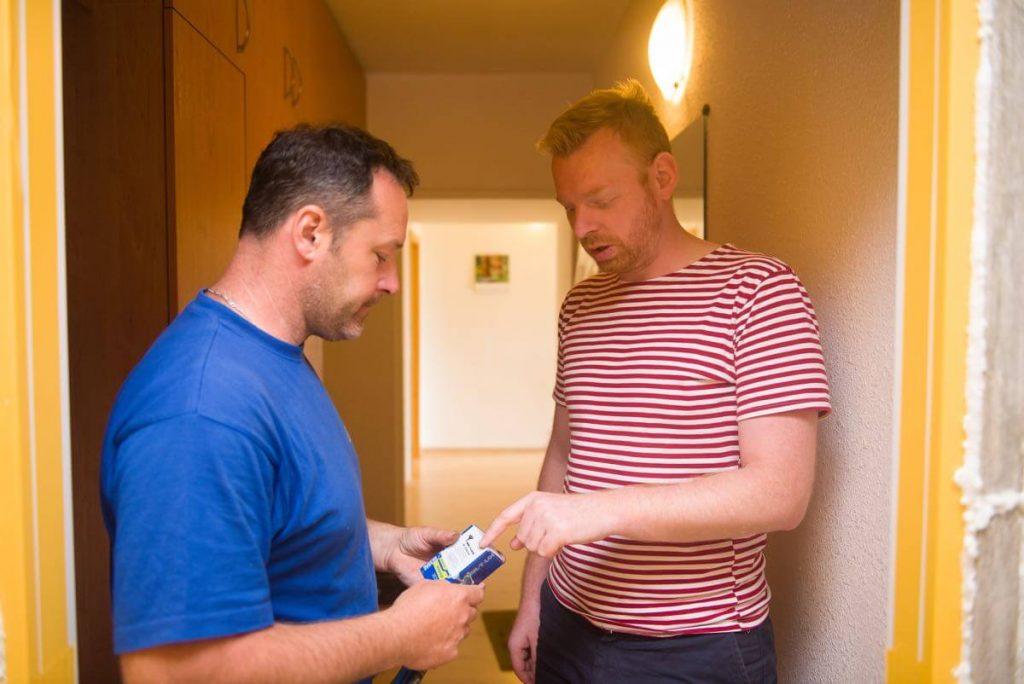 V mezičase předáváme majiteli bytu zapečetěnou krabičku s bezpečnostními klíči