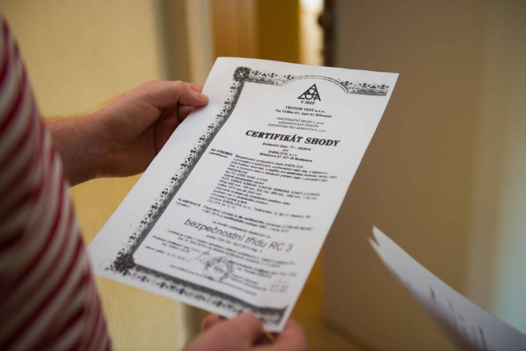 K bezpečnostním dveřím předáváme všechny potřebné certifikáty